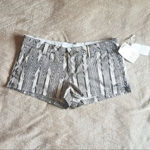 O'Neill Geometric Pattern Black & White Shorts NWT